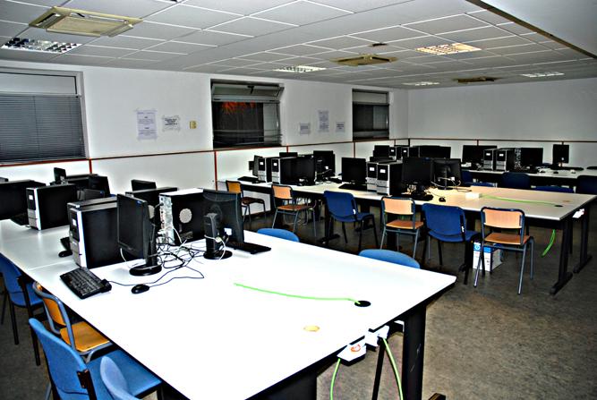 Imagen general del laboratorio de prácticas libres. Pincha para verla ampliada