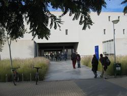 Foto del edificio IV de la EPS. Pincha aquí para ampliarla